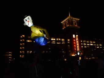 Lantern man moons the crowd.